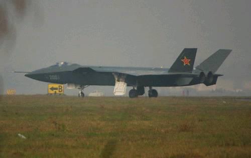 台媒:解放军歼-20地面测试惊动世界