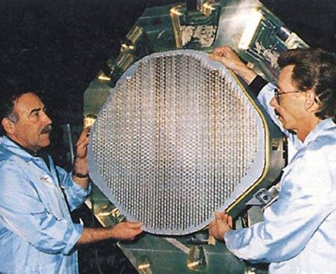 美《航空周刊》:J20高性能雷达导弹压倒F22