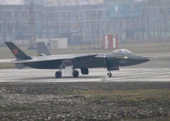 国产发动机轰鸣声震耳欲聋:外媒称J20试飞在即!