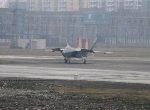 外媒称歼-20试飞在即 装国产发动机