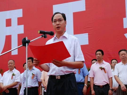 据说几年重建过程中,吴连奇有不少'说不清、道不明'的事情