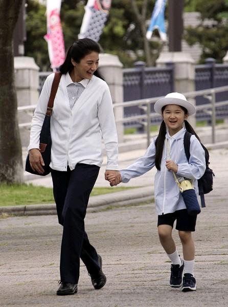 该书还解释:现代日本皇宫虽非女子禁地