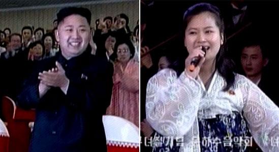韩媒:金正恩台下笑看旧情人表演