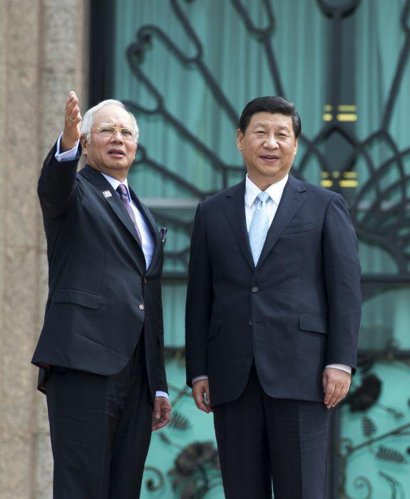 中国评论新闻:习近平会见马来西亚最高元首哈利姆